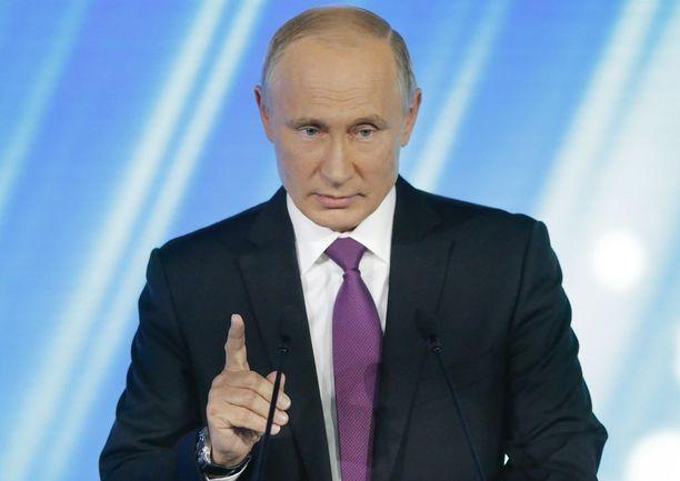 Puolustusministeri Jussi Niinistön mukaan Vladimir Putinin johtama Venäjä ei ole tällä hetkellä sotilaallinen uhka Suomelle.