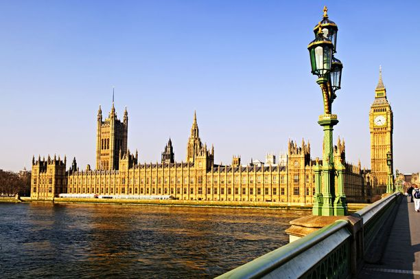 Parlamenttitalon kohdalla osallistujille kerrotaan jo säädetyistä sekä käsitteillä olevista koiria koskevista laeista.