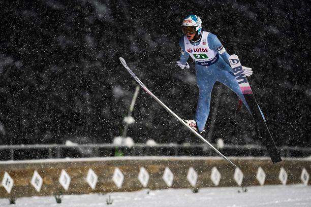 Eetu Nousiainen hyppäsi neljäntenä normaalimäen kilpailussa.