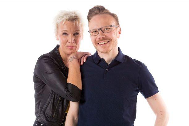 Pariskuntien tukena ja apuna ohjelmassa toimivat terapeutit Heidi Valasti ja Kalle Partanen.