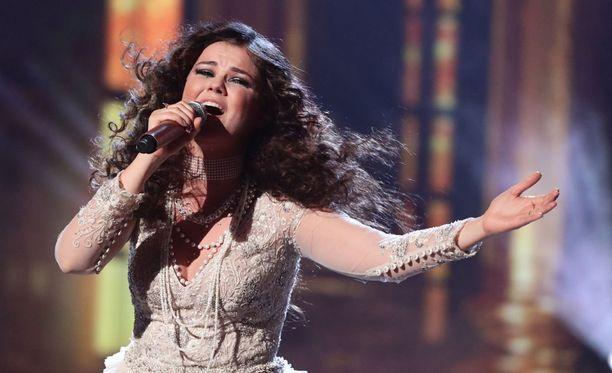 Saara Aalto on päässyt jo kuuden parhaan joukkoon Ison-Britannian X Factorissa. Kisan voittaja selviää joulukuussa.