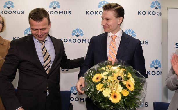 Kokoomuksen kansanedustaja Antti Häkkänen (oik.) oli puolueen puheenjohtajan Petteri Orpon (vas.) valinta oikeusministeriksi.