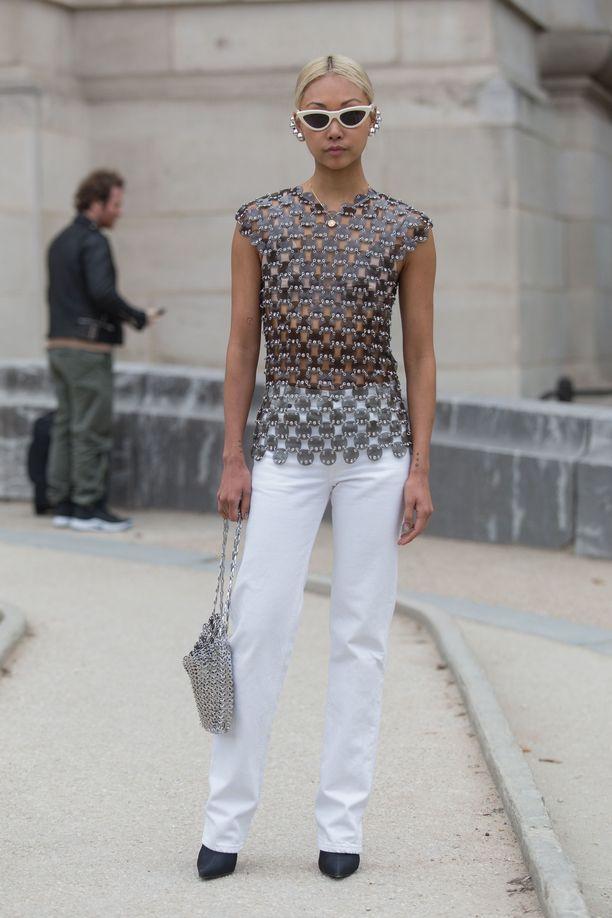 Vanessa Hong pukee valkoiset farkut juhlavamman topin pariksi