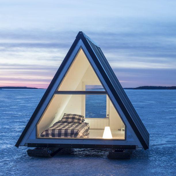 Kodan saa talvella vedettyä jäälle alle rakennetuilla jalaksilla.