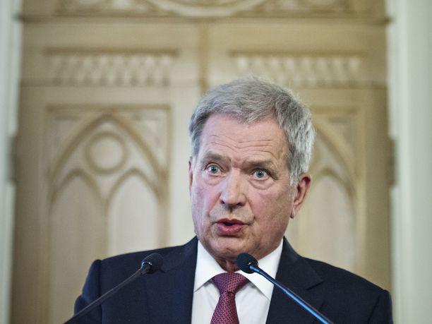 Presidentti Sauli Niinistön mukaan Suomi ei saa päätyä tilanteeseen, jossa turvallisuusriskien kohtelu on lievempää ja lainsäädäntö väljempää kuin muissa Pohjoismaissa.