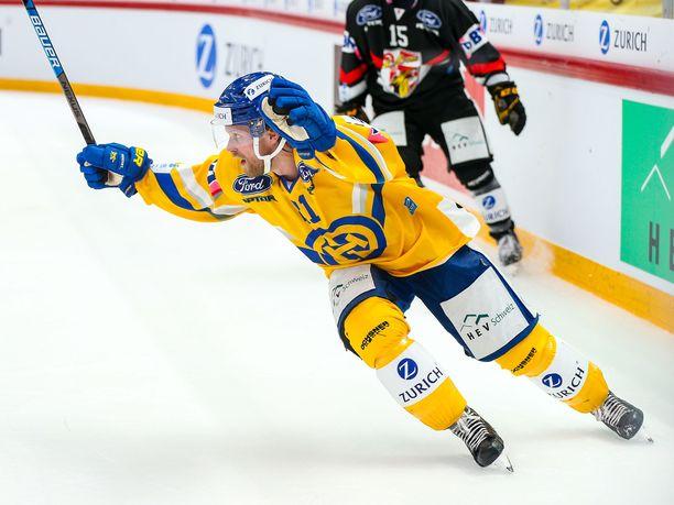 Mattias Tedenby oli Davosin sankari Ambri-Piottaa vastaan.