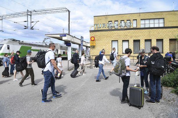 Anni Eerolan junamatka Turusta Helsinkiin ei sujunut odotetusti. Kuvituskuva Turun juna-asemalta.
