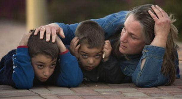 Suomalaisen avustustyöntekijän mukaan lapset selviävät, jos mielikuva suojelevasta aikuisesta säilyy.