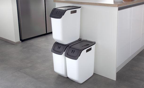Kierrätysastia on suunniteltu erityisesti muovipakkausten, kartongin, paperin, palautuspullojen, lasin ja metallin lajitteluun. Kierrätysastian luukku avautuu, vaikka pinottuna olisi kaksi astiaa.