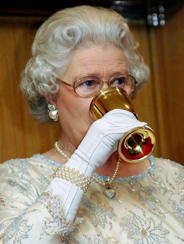 Kuningatar ei pidä valkosipulista.