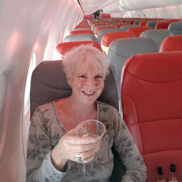 Naispuolinen kapteeni kävi välillä juttelemassa ainoan matkustajan kanssa, kun apuohjaaja hoiti lentämisen, kertoo Grieve.