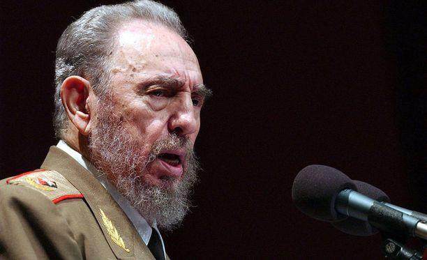 Entinen kansanedustaja Ulla-Leena Alppi kertoo, että Castro oli keskustelutilanteessa lämmin, isällinen ja karismaattinen. Kuva vuodelta 2004.