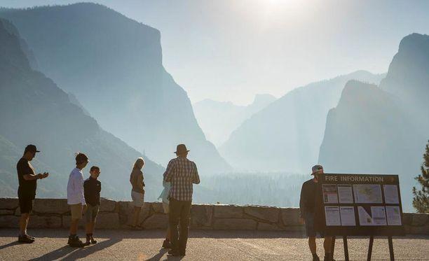 Yosemiten kansallispuisto on suosittu turistikohde Kaliforniassa. Kuvituskuva