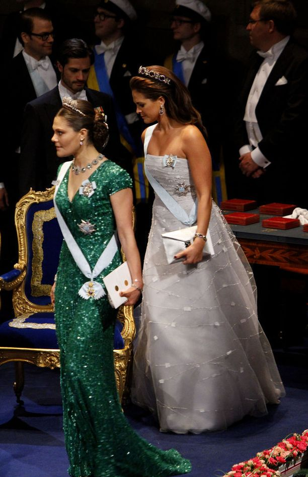 Vuonna 2012 Victoria juhli vihreässä ja Madeleinen vaaleassa iltapuvussa.