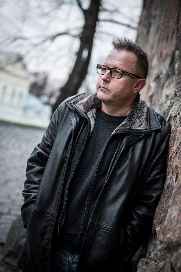 Reijo Mäki latelee kovia näkemyksiä siitä, miten kulttuuripiireissä ei saa poiketa yleisestä näkemyksestä.
