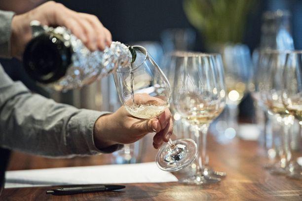 THL:n tiedotteen mukaan alkoholin kokonaiskulutus kasvoi, ei neljää mutta 0,4, prosenttia.