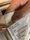 Puuvilla on materiaalina ihastuttava, mutta kassin valmistus kuluttaa merkittävästi luontoa paperi- ja muovikassiin verrattuna. Lisäksi kyseinen kassi on matkannut Kiinasta asti Suomeen. Älä siis osta turhaan ja hukkaa kangaskasseja.