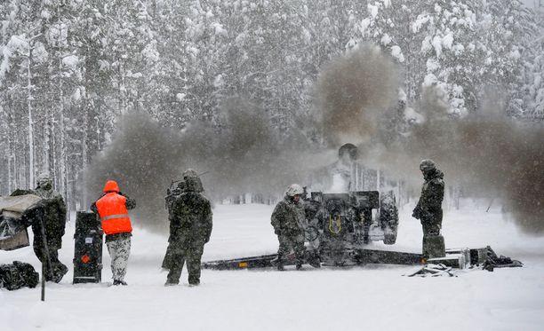 Mikäli Suomen puolustusvoimat tarvitsee apua, ruotsalaispoliitikkojen mukaan maa voi tarvittaessa antaa sotilaallista tukea Suomelle.