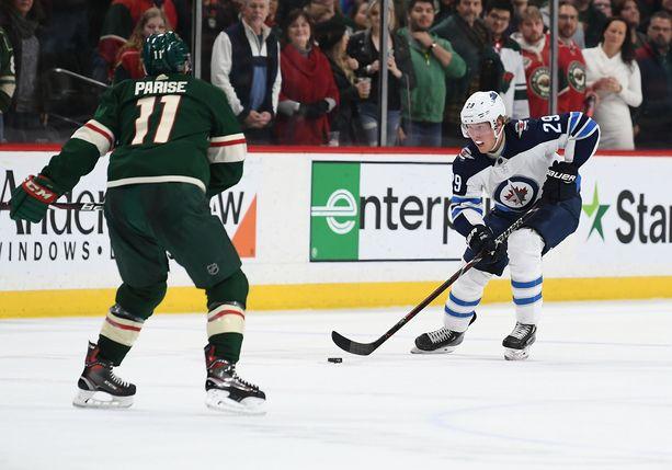 24 kertaa tällä kaudella osunut Patrik Laine on pudonnut NHL:n maalipörssissä sijalle 14.