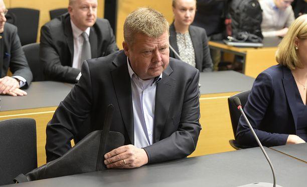 Pekka Perä  asianajajineen teki vuonna 2015 ely-keskukselle asiakirjapyynnön, jossa pyydettiin kaikkea keskuksen ja ympäristöministeriön välistä kirjeenvaihtoa koskien Talvivaara Sotkamon ja Talvivaara Kaivososakeyhtiön toimintaa ja valvontaa vuosina 2011-2015.