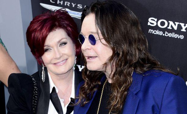 Sharon Osbourne on seurannut läheltä miehensä Ozzy Osbournen kamppailua alkoholi- ja huumeongelman kanssa. Ozzy on ollut viisi vuotta kuivilla.