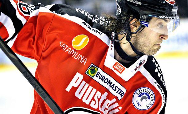 Shaun Heshka loisti Porin Ässien takalinjoilla kaudella 2012-13.