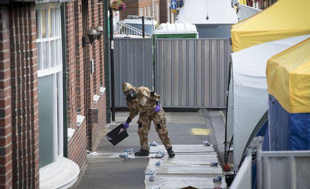 Poliisi tutkii alueita, joilla myrkylle altistuneen pariskunnan uskotaan oleilleen myrkytystä edeltävinä päivinä.