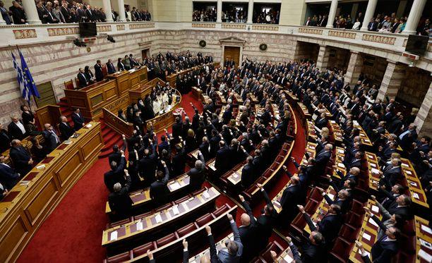 Ensimmäisenä työpäivänä parlamentti vannoi virkavalan.