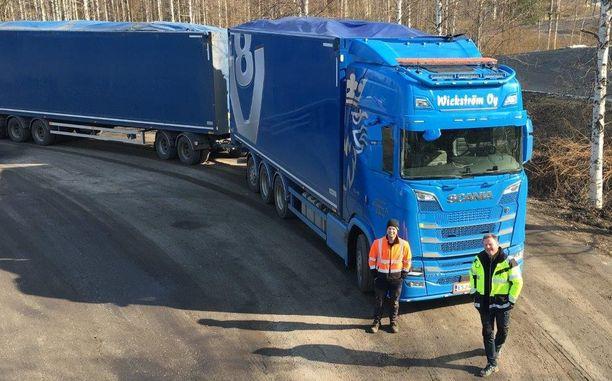 Mika Wickström ja Pekka Kopperoinen ovat tehneet pitkään yhteistyötä Scanian kanssa.