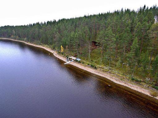 Tältä huvilalta on vesiteitse 25 kilometriä matkaa Savonlinnan torille.