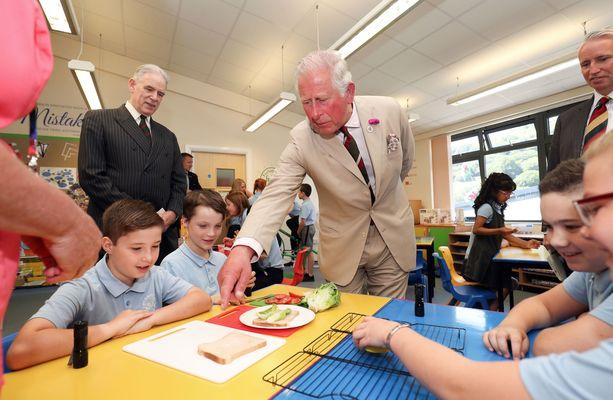 Prinssi Charles pääsi osallistumaan myös terveystiedon tunnille.