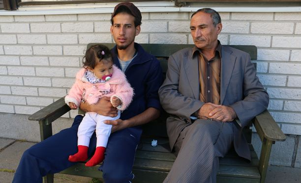 Salad Mohsien, hänen setänsä Raein Naolf sekä flunssaan sairastunut perheen pienin Hianen Salad saapuivat Suomeen yhdeksän päivää sitten.