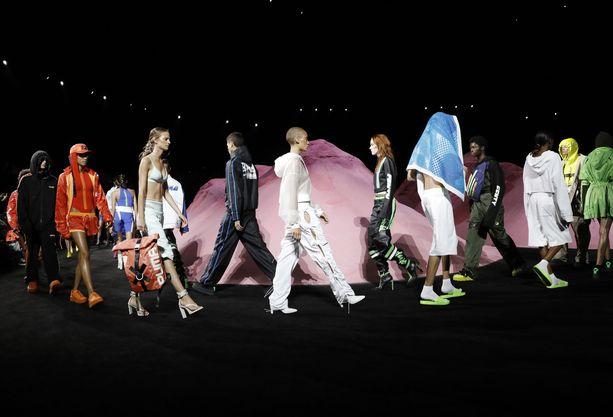 Rihannan oman vaatemerkin luomuksia esiteltiin New Yorkin muotiviikolla tämän vuoden keväällä.