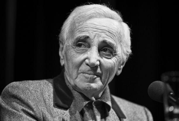 Ranskalais-armenialainen laulajalegenda Charles Aznavour on kuollut 94-vuotiaana.