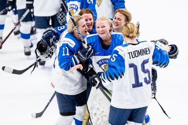 Riikka Sallinen yhtyi voitonjuhliin, kun Kanada kaatui MM-kotikisojen välierissä 4-2.