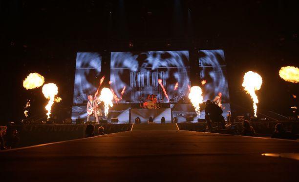 Haloo Helsingin jättikonsertti alkoi näyttävästi.