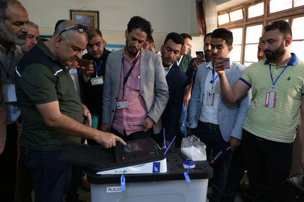 Irakissa äänestettiin parlamenttivaaleissa 12. toukokuuta. Vaalivilppiepäilyjen vuoksi äänet aiotaan laskea uudelleen.