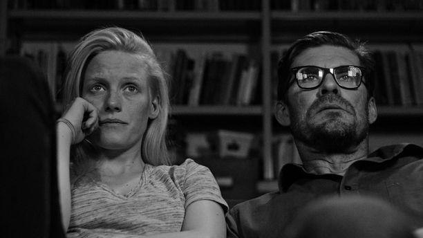 Laura Birn ja Tommi Korpela näyttelivät ilman palkkaa Aleksi Salmenperän kehutussa Tyhjiössä.