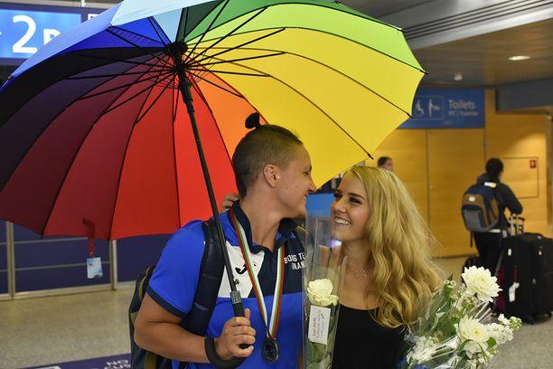 Ja nyt saa sitten kuvata, Elina Gustafsson heitti sateenvarjon alta.