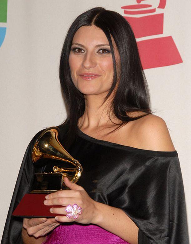 Laura Pausini ihailee Kimi Räikköstä.