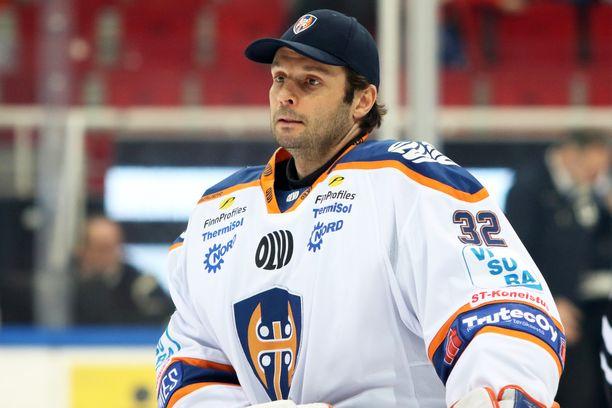 Vuonna 1978 syntynyt NHL-veteraani Niklas Bäckström on Tapparan toinen vahti.
