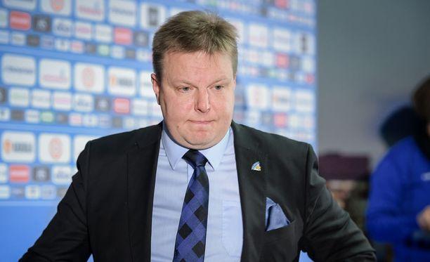 Harri Nummela kiistää Erkka Westerlundin väitteet siitä, ettei valmennusta arvostettaisi Jääkiekkoliitossa.