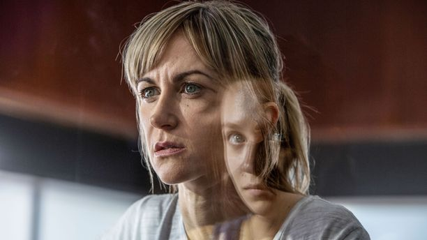 Leahia näyttelee Katherine Kelly ja Rosea Molly Windsor.
