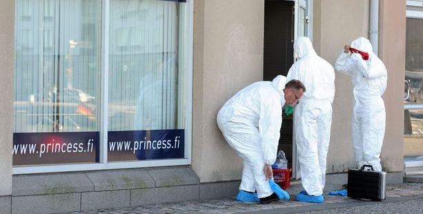 Mikko Alanen löytyi kuolleena Helsingin Katajanokalta noin vuosi sitten. Poliisilla on tiedossa epäilyn DNA, ja testejä oli toukokuuhun mennessä tehty jo 120.
