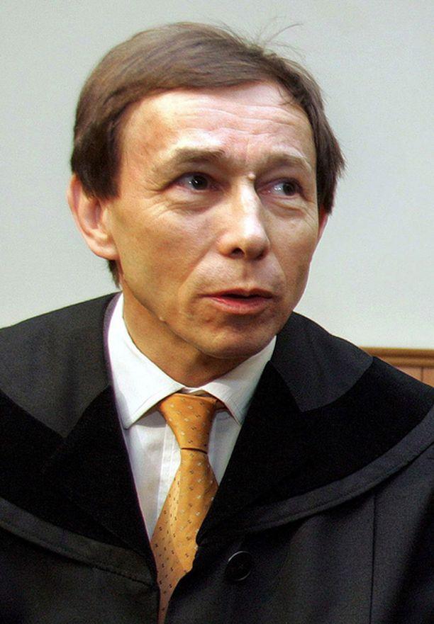 Asianajaja Rudolf Mayer on saanut uhkauskirjeitä lausunnostaan.
