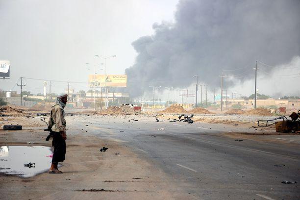 Ainakin 10 siviiliä on kuollut Saudi-Arabian johtaman liittouman lauantaina tekemissä ilmaiskuissa Jemenissä.