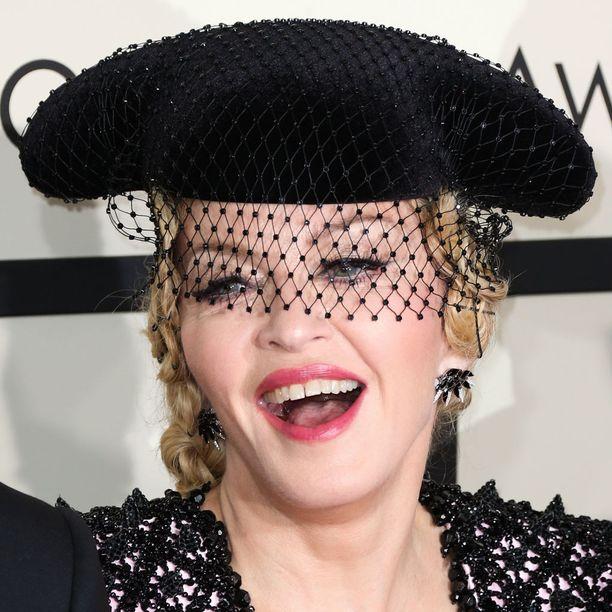 Madonnan naiskuva on ristiriitainen, Toisaalta hän voimaannuttaa, toisaalta botoxit puhuttavat.