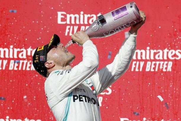 Valtteri Bottas voitti USA:n F1-osakilpailun väkevän esityksen jälkeen.