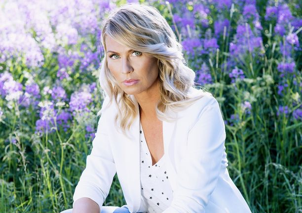 Heidi Suomi juontaa Radio Novalla.
