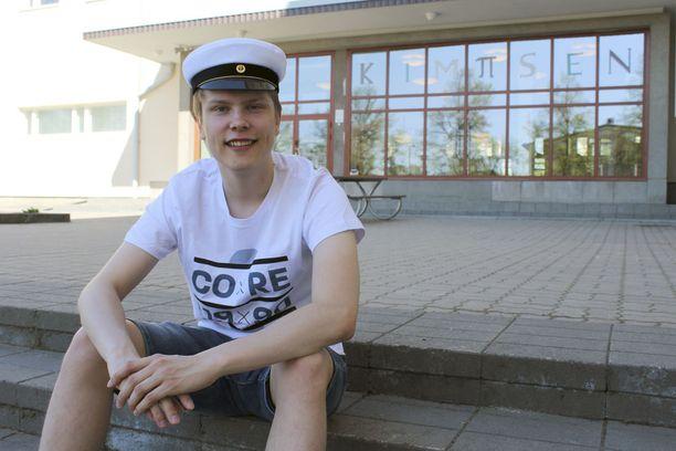 Urheiluselostajan urasta haaveileva Juho Kokko opiskeli Lappeenrannan Kimpisen lukiossa, jossa opiskelukavereina oli paljon urheilijoita. Joidenkin heidän matsejaankin ehdin selostaa, Kokko kertoo.